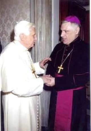 Mons.-Sarlinga-en-la-visita-ad-Limina-con-S.S.-Benedicto-XV.jpg